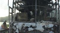 VIDEO: Xe giường năm cháy trơ khung, 30 khách thoát chết