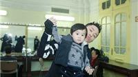 'Quý tử' hơn 1 tuổi nhà Tùng Dương sớm bộc lộ khiếu âm nhạc