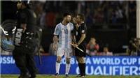 Messi bị tố LĂNG MẠ trợ lý trọng tài sau khi Argentina 'báo thù' Chile