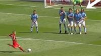 Andrea Pirlo bị fan tẩy chay vì sợ bóng, núp hàng rào như kẻ hèn nhát