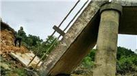 Hà Tĩnh: Sập cầu dân sinh sau mưa lũ, hàng trăm hộ dân bị chia cắt