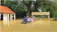 Cuộc sống vất vả của người dân các nơi đang vật lộn trong mưa lũ