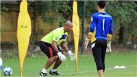 HLV Jason Brown chia sẻ bí kíp huấn luyện thủ môn kiểu Anh