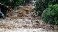 Hà Nội mưa dông, miền núi phía Bắc cảnh báo đỉnh lũ đạt báo động 2