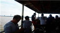 Chuyện bóng đá Việt trên một chuyến đò ngang