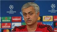 Mourinho mắng Lovren: 'Miệng thì bảo quên đi nhưng mất tới 10 phút để càm ràm'