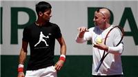 TENNIS ngày 27/9: Djokovic trở lại vào năm sau, chính thức bái Agassi làm thầy