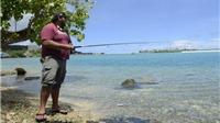 Đảo Guam bên 'miệng hố chiến tranh' Triều Tiên: Vẫn tắm biển, lướt sóng và câu cá
