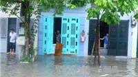 Nhiều tuyến đường của Hà Nội ngập sâu do mưa lớn