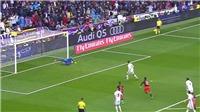 'Thánh bắt pen' Diego Alves lại khiến cộng đồng mạng bái phục khi chặn đứng Ronaldo