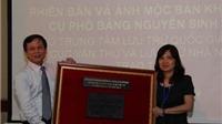 Bảo tàng Hồ Chí Minh tiếp nhận phiên bản mộc bản khắc về cụ Nguyễn Sinh Sắc