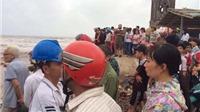 Nam Định: 3 học sinh bị cuốn trôi tại bãi biển gần Nhà thờ đổ Hải Lý