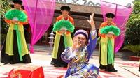 Xuân Hinh 'hầu đồng' trên sân khấu liveshow 10 tỷ đồng
