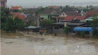 Mưa lớn suốt 3 ngày, nước lũ dâng cao Quảng Bình bị chia cắt