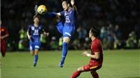 Ngọc Hải vào bóng thô bạo, cầu thủ Avispa Fukuoka chấn thương nặng
