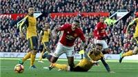 Howard Webb: 'Man United xứng đáng hưởng 11m ở trận gặp Arsenal'