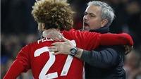 CĐV Man United 'yêu lại' Fellaini sau pha ôm chầm Mourinho ăn mừng