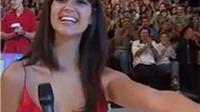 MC Australia ngượng chín mặt vì lộ vòng 1 trên sóng truyền hình
