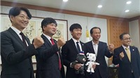 Xuân Trường lịch lãm trong ngày trở thành Đại sứ tỉnh Gangwon