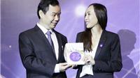 Phó Chủ tịch Boeing tặng 10.000 cuốn sách cho độc giả Việt