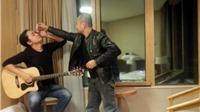 Cảm động Trần Lập nhỏ thuốc mắt cho guitar Tuấn Hùng
