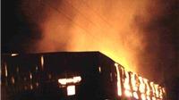 Cháy xưởng giấy, nhà liền kề cũng bị thiêu rụi