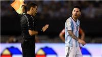 Cựu trọng tài Graham Poll: Messi bị treo giò 4 trận là quá nặng