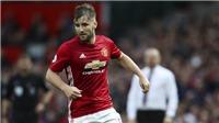 Luke Shaw bất ngờ trở lại đội hình Man United sau cuộc gặp riêng với Mourinho
