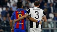 Cuối cùng, Suarez và Chiellini cũng làm hòa