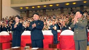 """""""Người phụ nữ bí ẩn"""" bên nhà lãnh đạo Triều Tiên"""