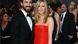 Jennifer Aniston bất ngờ hoãn cưới