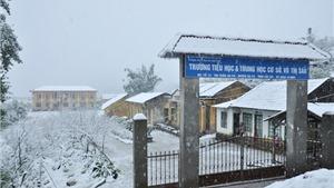 Trường học đóng cửa, người dân mất Tết vì... băng tuyết