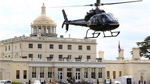 Djokovic đi trực thăng tới sân đánh tennis