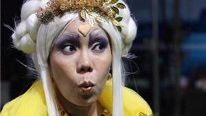 Danh hài Việt Hương: 'Tôi chỉ là người thấp bé nhẹ cân, thấy cảnh đời éo le là xúc động'
