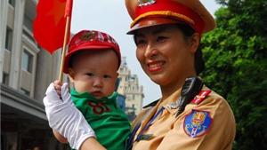 CẬN CẢNH Các đội diễu binh trên đường phố Hà Nội