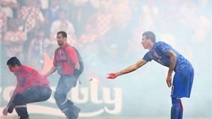 Sự thật đằng sau vụ Hooligan Croatia ném pháo sáng là gì?