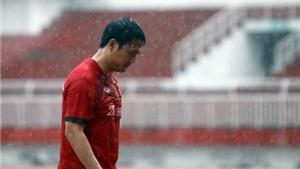 Tuyển Việt Nam 'luyện công' dưới cơn mưa tầm tã