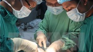 Phẫu thuật cắt khối u túi mật 'kỷ lục' 1,2 kg cho bệnh nhân 62 tuổi