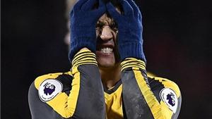 Arsenal hòa, Sanchez tức giận ném găng xuống sân sau trận gặp Bournemouth