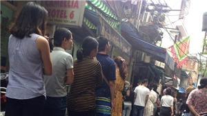 Quán bún Hà Nội xếp hàng như thời bao cấp mà khách ăn vẫn đông như kiến
