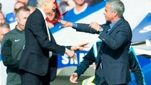 Huyền thoại Barca khuyên Mourinho nên dừng 'nghệ thuật chiến tranh'