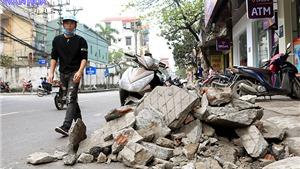 Hà Nội ngổn ngang bê tông, gạch đá ngày 'tái thiết vỉa hè'