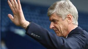 Sự chần chừ của Wenger càng khiến Arsenal khốn khổ