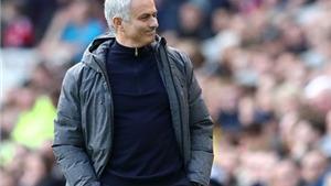Mourinho tranh thủ 'đá xoáy' Wenger khi nói về bài hát của CĐV Man United