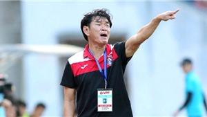 HLV Phan Thanh Hùng chê trọng tài vì không đuổi học trò của mình