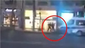 VIDEO cảnh tay súng trốn chạy sau khi bắn cảnh sát ở Paris