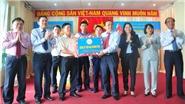 Yến sào Khánh Hòa trao quà 'Xuân biên giới – Tết hải đảo' đến với Trường Sa