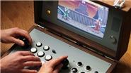 Máy game kiểu dáng vali tích hợp hàng loạt tựa game huyền thoại