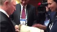 VIDEO: 'Cổ tích' về chiếc khăn tặng Tổng thống Putin của một phụ nữ Peru