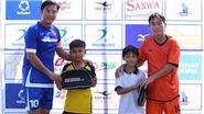 Cựu danh thủ Huỳnh Đức và Văn Lợi trao 29,4 triệu đồng cho học sinh nghèo Phú Quốc